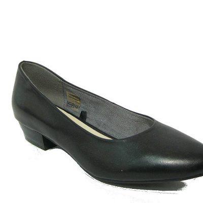 Damskie buty DK to produkt prosto z naszego kraju. Firma charakteryzuje się tym, że dba o jakość wykonania oraz niskimi cenami. Czółenka zostały wykonane z naturalnej skóry licowej.