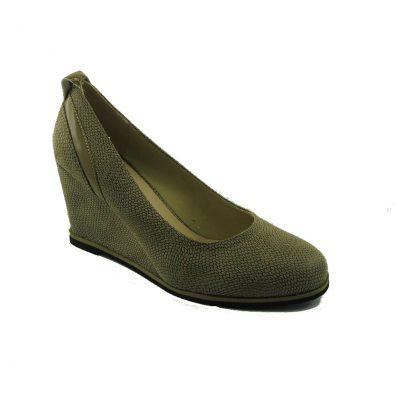 Beżowe buty na koturnie Sokolski