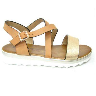 Beżowe sandałki na lato