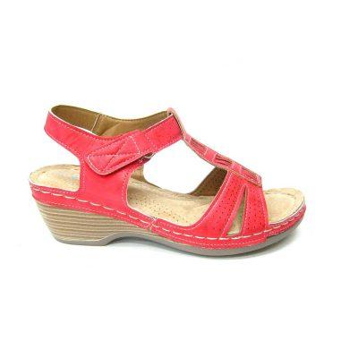 Czerwone sandałki na lekkim koturnie